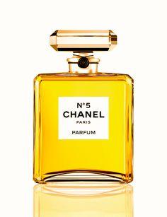 Un siglo después de su puesta a la venta sigue siendo el perfume signo de sofisticación. Cuyo nombre fue determinado por el número de la muestra que le ofrecieron a su creadora.