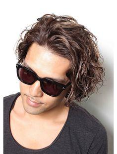 31 Ideas haircut medium locks for 2019 Medium Hair Cuts, Short Hair Cuts, Medium Hair Styles, Haircut Medium, Haircuts Straight Hair, Haircuts For Men, Perm Hair Men, Men Perm, Hair And Beard Styles