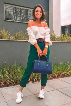 15 looks hi-lo com calça social. Foto: _paulasalvador - A calça social é aquele tipo de peça indispensável num look mais sério de escritório, mas o que muita gente não sabe é que este item de alfaiataria é mega versátil e possibilita looks hi-lo mega descolados. top ombro a ombro e tênis branco. #calçadealfiataria #lookhilo #cute Diy Fashion, Ideias Fashion, Fashion Outfits, Fashion Trends, Classy Casual, Casual Looks, Mode Outfits, Casual Outfits, Summer Office Attire