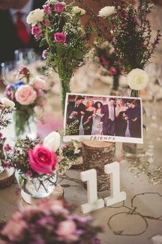 preciosos y originales centros de mesa de Búcaro en la finca Casa de oficios para la boda de Anabel. Novias Beatriz Alvaro. Alta Costura Madrid,