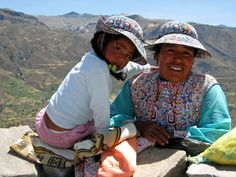 Mother and daughter – colourful hats, sharp eyes, overlooking the Colca Canyon