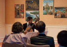 Das Publikum lauscht gebannt dem Gitarrenspiel Chiaramontes