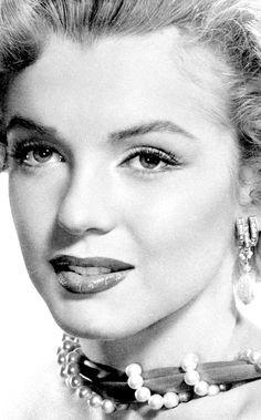 goldenageestate:      Marilyn Monroe photographed by Bruno Bernard, 1952