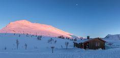 Sunset at Trollvassbu by hanneketravels Sunset at Trollvassbu, a cabin owned by Troms Turlag / DNT. http://flic.kr/p/mWzobs