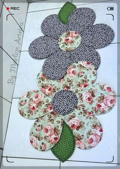 Sewing stitches by hand: learn step by step and customize your clothes! Cloth Flowers, Fabric Flowers, Applique Designs, Machine Embroidery Designs, Quilting Projects, Sewing Projects, Sewing Stitches By Hand, Butterfly Quilt Pattern, Acrylic Blanket