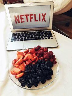 Fruit breakfast photography healthy food ideas for 2019 Think Food, Love Food, Healthy Snacks, Healthy Eating, Healthy Recipes, Tasty, Yummy Food, Food Goals, Aesthetic Food