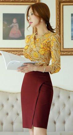 Diagonal Slit Pencil Skirt Wine and Chain Print Quarter Sleeve Shirred Wrap Tee.