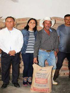 -Fueron 36 toneladas de cemento para mejoramiento de viviendas Jalpan de Serra Qro. 30 de Septiembre del 2016.- La titular...
