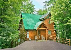 The Treehouse 1708 | 1 Bedroom Cabins | Perfect for a romantic stay in the Great Smoky Mountains! #honeymoon #vacation