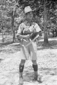 Malaysia, Malay trooper with Tommy gun during Malayan Emergency :: AGSL Digital… Malayan Emergency, Straits Settlements, Guerrilla, Borneo, Armed Forces, 1930s, Allah, Gun, British