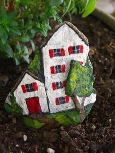 THE LITTLE WHITE HOUSE - adorable little painted rock - fun art
