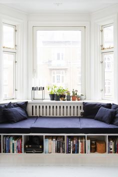 Cool indretning for få kroner Diy Sofa, Built In Daybed, Living Room Designs, Living Spaces, Living Area, H & M Home, Dining Room Furniture, Home And Living, Bedroom Decor