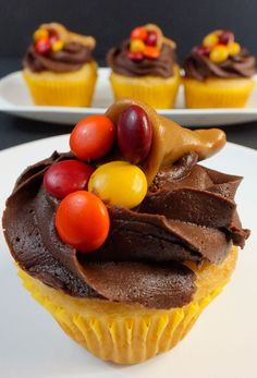 These adorable Thanksgiving Caramelcopia Cupcakes would be a great Thanksgiving Dessert alternative for Thanksgiving dinner guests who don't love pie! Thanksgiving Cupcakes, Holiday Cupcakes, Holiday Treats, Thanksgiving Recipes, Holiday Recipes, Party Cupcakes, Thanksgiving Holiday, Cupcake Recipes, Dessert Recipes