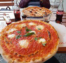Piazza Bra Kurfurstendamm 94 10709 Berlin Pizzeria Lebensmittel Essen Lecker Pizza Richtig Lecker