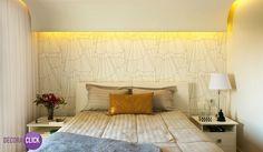 Hoje é dia de QUARTO DE CASAL!  Um ambiente lindo e confortável. O papel de parede fez toda a diferença, ele deixou o ambiente muito mais charmoso e bem delicado. Desenvolvido por: CN Dois Arquitetura.