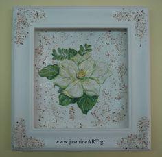 Στεφανοθήκη Λουλούδι  Μοντέρνα λευκή χειροποίητη στεφανοθήκη από ξύλο με λευκό λουλούδι Μανόλια. Διαστάσεις: 33Χ33 cm Τιμή: 75.00€