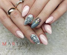 Gel Polish Pom Pom oraz Gel Brush Mr.Grey oraz Karate Girl by Marta Rybicka Indigo Young Team #nails #nail #pastel #grey #nude #pearl