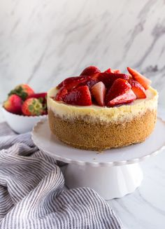 Recipes for smaInstant Pot Cheesecake recipe made in the 3 quart instant pot mini! This small cheesecake is so easily made in the pressure cooker. Instant Pot Cheesecake Recipe, Cheesecake Recipes, Dessert Recipes, Baking Recipes, Keto Recipes, Dinner Recipes, Mini Desserts, Key Lime, Cobbler