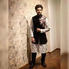 Making A Glamorous Style Statement in Black DeepTone Multicolured Metal Embrodiery Lehanga . Indian Groom Dress, Wedding Dresses Men Indian, Wedding Dress Men, Wedding Men, Wedding Suits, Menswear Wedding, Wedding Hijab, Indian Wear, Indian Men Fashion