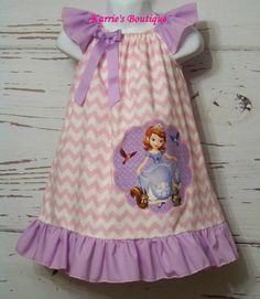 Sofia la première robe ~ princesse ~ rose Chevron & Lavande ~ personnage de Disney ~ personnalisés Boutique vêtements  Américain fait Sans fumée et sans animaux gratuit ~~~~~~~~~~~~~~~~~~~~~~~~~~~~~~~~~~~~~~~~~~~~~~~~~~~~~~~~~~~~~~~~~~~~~~  Point à la main de belle qualité 100 %. Toutes les coutures et les bords sont a fait un bond pour une finition professionnelle.  Cest une robe mignone et élégante que votre petite dame aime et peut être portée pour nimporte quelle occasion.  Cette robe...
