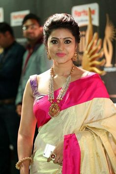 Sneha Sexy Poses in Sleeveless Blouse Fresh Pics, Sneha unseen hot stills,Sneha in Saree photo album gallery Indian Actress Sneha Hot Cleavage Images Beautiful Girl Indian, Most Beautiful Indian Actress, Beautiful Saree, Beautiful Actresses, Beautiful Women, Simply Beautiful, Beautiful People, Sneha Actress, Tamil Actress