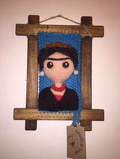 Frida... Telar decorativo en vellón agujado #corazóndeoveja