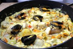 blanquette poisson moules de la mer les filles à table Spaghetti Vongole, Chef Simon, Zucchini Chips, Kitchen Stories, Seafood Dishes, Flan, Paella, Food And Drink, Cooking