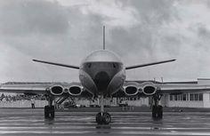 Civil Aviation, Aviation Art, De Havilland Comet, Plane Tattoo, Passenger Aircraft, Commercial Aircraft, Earth From Space, British Airways, Aeroplanes