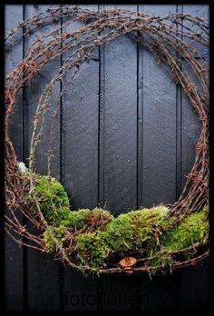 Upcycling: dörrkrans av taggtråd. Bloggen Re-creating.se