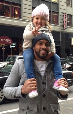<3 this article by Pro football player Arian Foster entitled, '6 Things I'll try to teach my daughter' pictured with  daughter Zeniah.