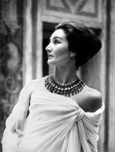 Jacqueline de Ribes: fashion lessons from a French socialite