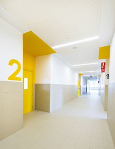 Gallery of Mariturri School / arquitectos – 17 - Schule Commercial Design, Commercial Interiors, Office Interior Design, Office Interiors, School Architecture, Interior Architecture, Flur Design, Diy Design, Hospital Design