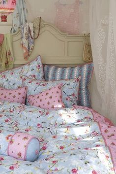 Shabby chic bed - http://ideasforho.me/shabby-chic-bed/ - #home decor #design…