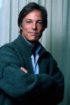 Born: March 1934 ~ George Richard Chamberlain is an American stage and screen actor and singer, who became a teen idol in the title role of the television show Dr. Kildare Shogun 1980 & The Thorn Birds Richard Chamberlain, Dr Kildare, The Thorn Birds, Hooray For Hollywood, Hollywood Stars, Star Wars, People Of Interest, Lany, Classic Hollywood