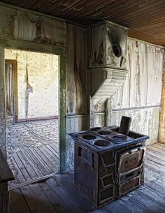 Bannack Ghost Town Kitchen Stove (by Daniel Hagerman)