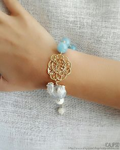 An amazing blue bracelet for women, delicate and elegant, made with angelite and mother of pearl, these healing crystals will balance your energy. Get yours on the website. #angelite #wedding #weddingideas #blue #bluejewelry #goldjewelry #motherofpearl #bracelet #weddinggift #bracciale #gioielli #matrimonio #sposa #bride #icalipso #icalipsotreasures #healing #healingjewelry #healingcrystals #healingcrystal