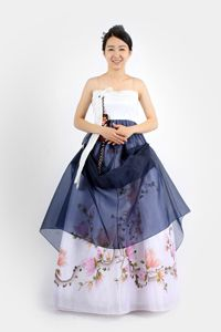 The voluminous skirts and layering allow for a lot of potential puffing, pinning and pulling to create interesting curves, as Sonjjang demonstrates in their modernized hanbok collection