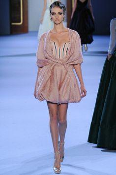 Sfilata Ulyana Sergeenko Paris - Alta Moda Primavera Estate 2014 - Vogue #ulyanasergeenko #hautecouture #altamoda #paris #parigi #fashionweek #fashionshow
