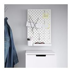IKEA - SKÅDIS, Combinazione pannello portaoggetti, Appendi il pannello portaoggetti SKÅDIS nell'ingresso o vicino al letto, così hai tutto a portata di mano, dalle chiavi al cellulare, dalle collane agli occhiali.Gli accessori sono facili da fissare in qualsiasi punto del pannello e semplici da spostare in base alle tue esigenze.