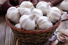 Raw Garlic, Fresh Garlic, Garlic Health, Planting Garlic, High Cholesterol Levels, Icebox Cake, High Blood Pressure, Grow Your Own Food, Eating Raw
