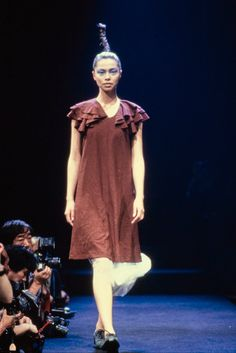 Comme des Garçons Fall 1995 Ready-to-Wear Fashion Show