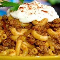 Bobby's Goulash Recipe courtesy Paula Deen @keyingredient #vegetables #italian #tomatoes #easy #bread