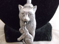 VTG-JJ-JONETTE-PEWTER-LARGE-MAMA-KITTY-CAT-CARRYING-ARTICULATED-KITTEN-BROOCH