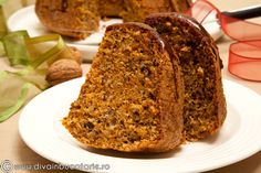 CHEC CU MORCOVI SI NUCI | Diva in bucatarie Sweets Recipes, Cooking Recipes, Carrot And Walnut Cake, Coffee Cake, Coco, Banana Bread, Carrots, Deserts, Homemade