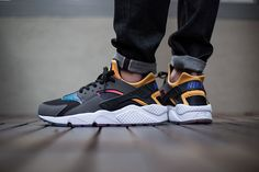 Check out this new colorway of the Nike Air Huarache SD. A perfectly simple colorway with just enough punch, the Black/Persian Violet-True Yellow schemeis predominantly black and gray, with a multico...
