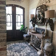 When homeowners invite guests and company into their home typically the first thing that visitors see is the living room, or family room, of the house. Unless there is a foyer before the living roo… Room Interior, Interior Design Living Room, Living Room Designs, Home Living Room, Living Room Decor, Country Farmhouse Decor, Antique Farmhouse, Farmhouse Small, Antique Wood