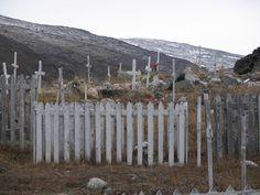 Le cimetière inuit de la communauté de Salluit au Nunavik. Quebec, Montreal, Garden Tools, Images, Canada, Culture, Art, World, Art Background