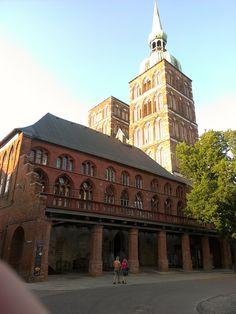 Stralsund -  Eingang zum Rathausdurchgang