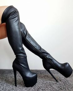 Jebu crnci u guzu Knee High Heels, High Heel Boots, Heeled Boots, Very High Heels, Thigh High Boots, Hot Shoes, Shoes Heels, Ballet Heels, Heels Outfits