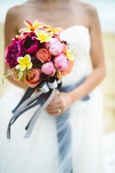 バラ プルメリア カラフル 南国 ブーケ rose pulmeria colorful resort bouquet {DCB5F48D-4BA0-4CA7-A15C-B41CAC586F5E:01}